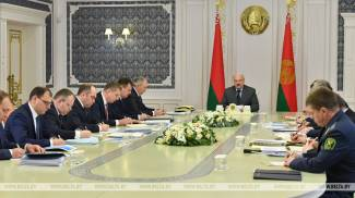 Lukashenko holds meeting to discuss operation of Belarus' fuel and energy complex